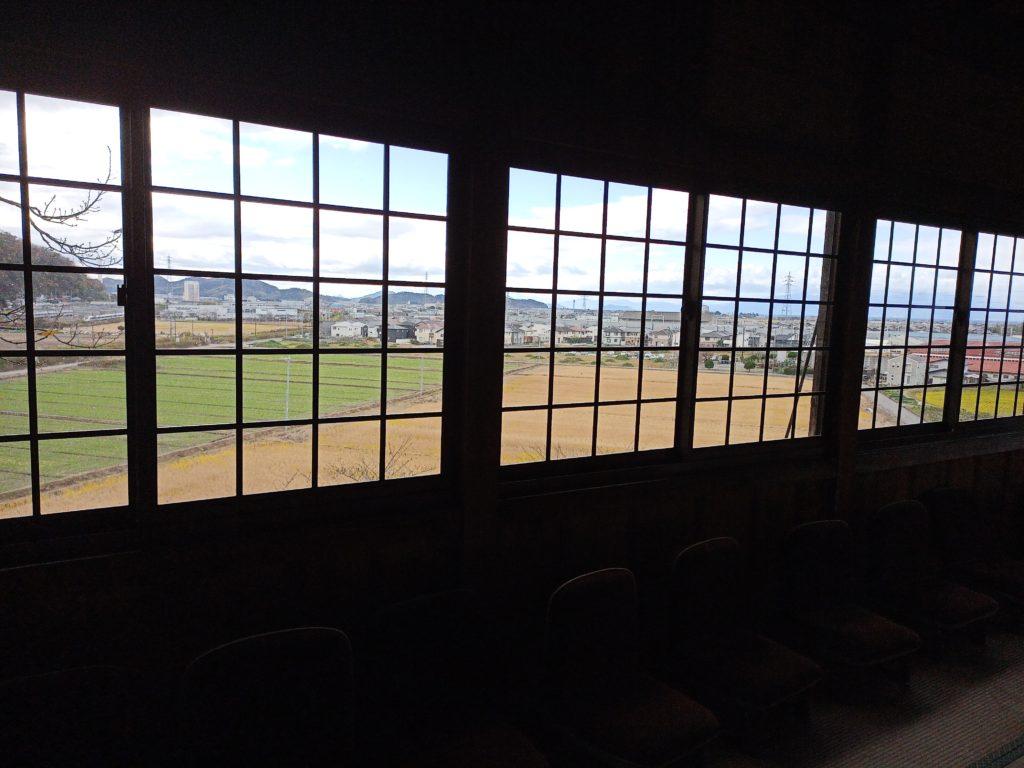 善光寺岩屋善光堂の中から米原方面を見たところ