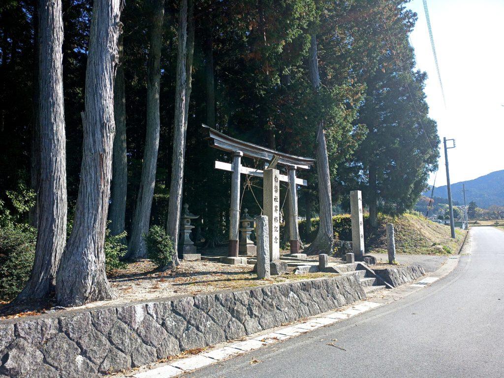岩村町富田地区の八幡神社