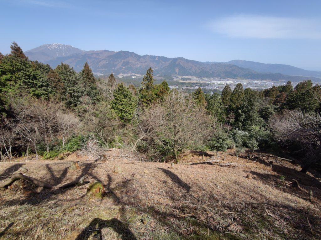 松尾山城から関ケ原を臨む