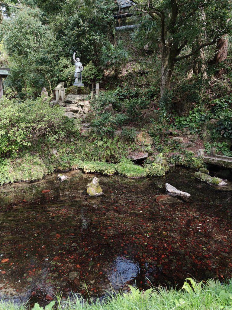 居醒の清水と日本武尊像