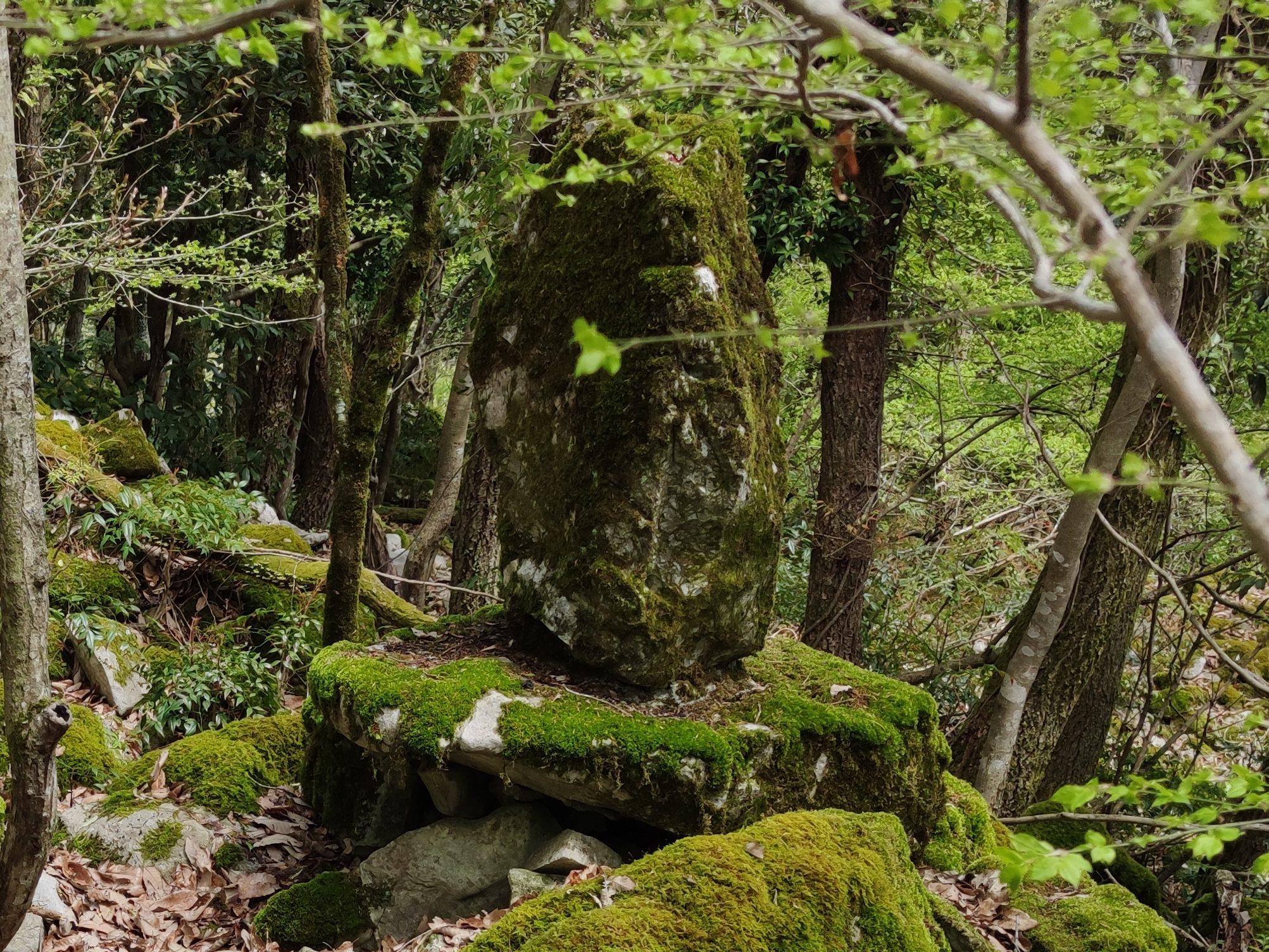神籠石の碑
