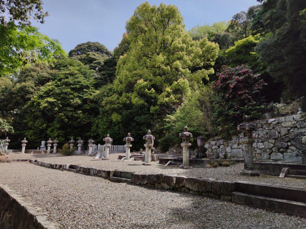 清凉寺の井伊家墓所