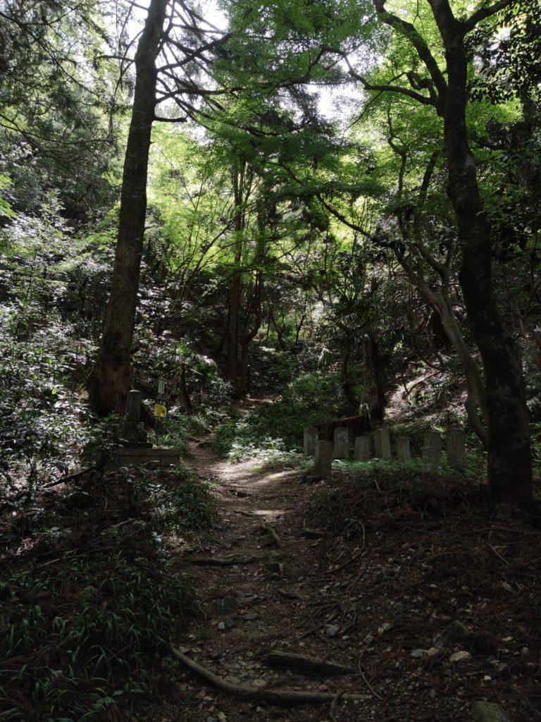 龍潭寺奥の佐和山登り口