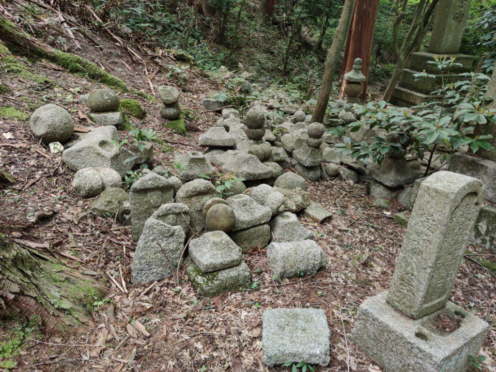 蓮華寺の墓地