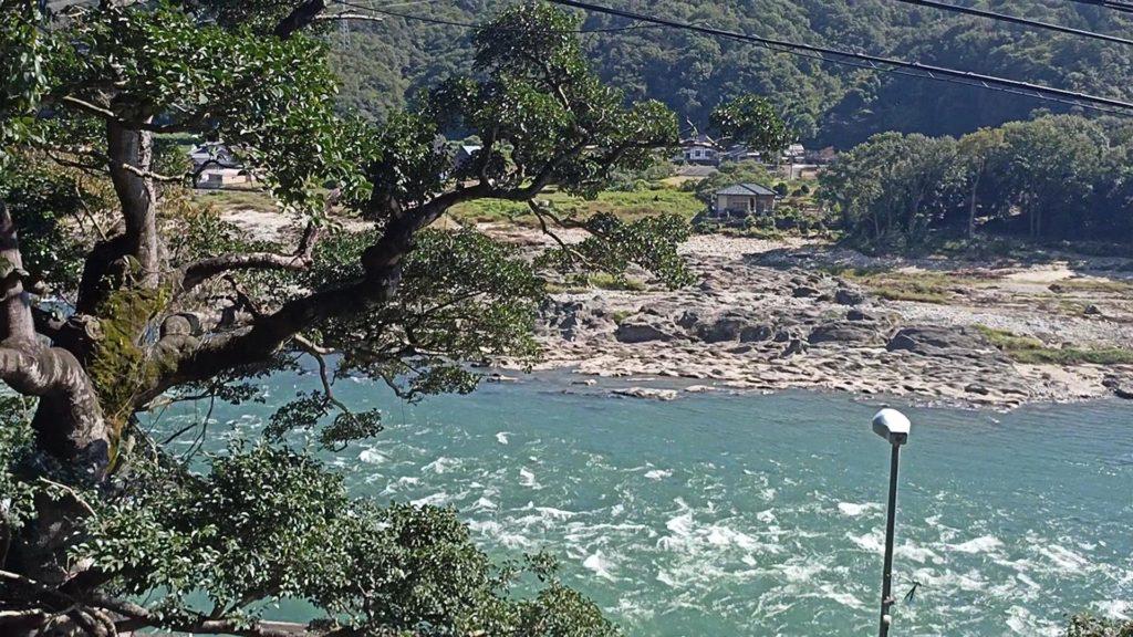 観音堂前から臨む木曽川
