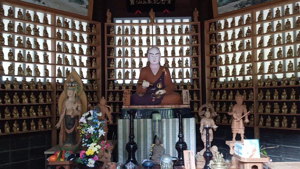 霊仙三蔵記念堂