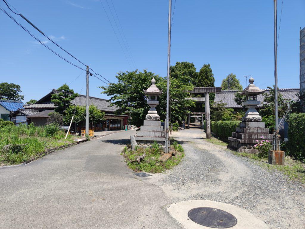 八神街道と鈴置神社参道