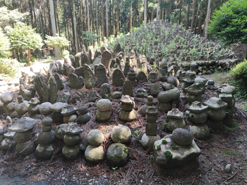 柏尾廃寺の千体仏