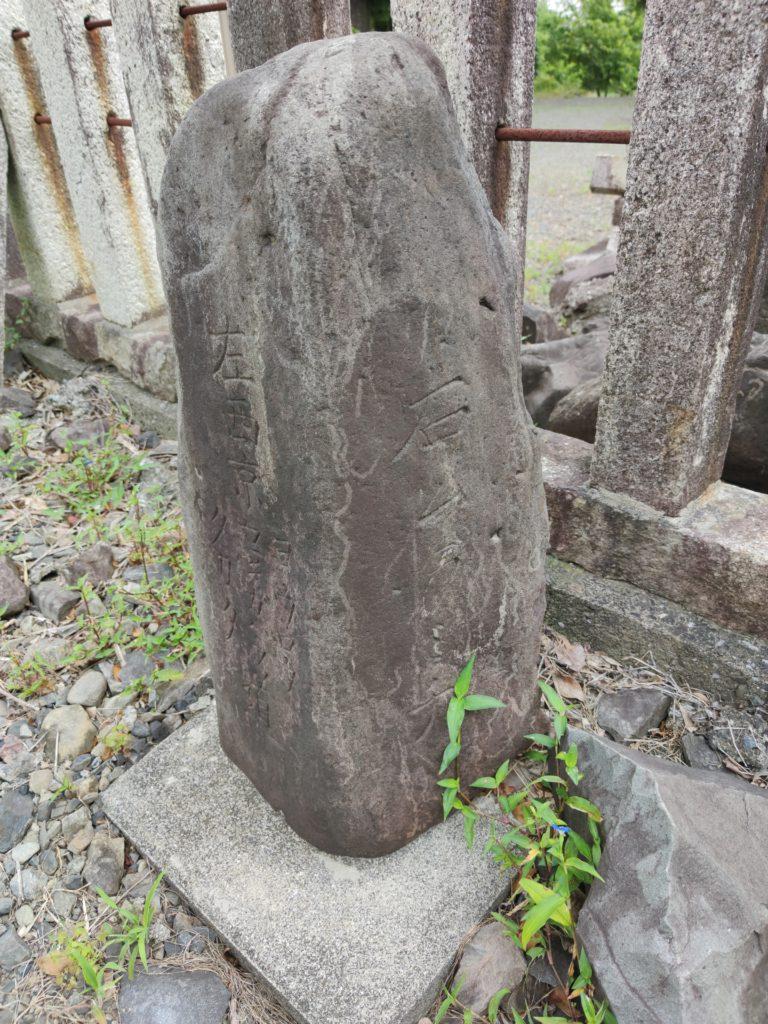 諏訪神社脇の道標