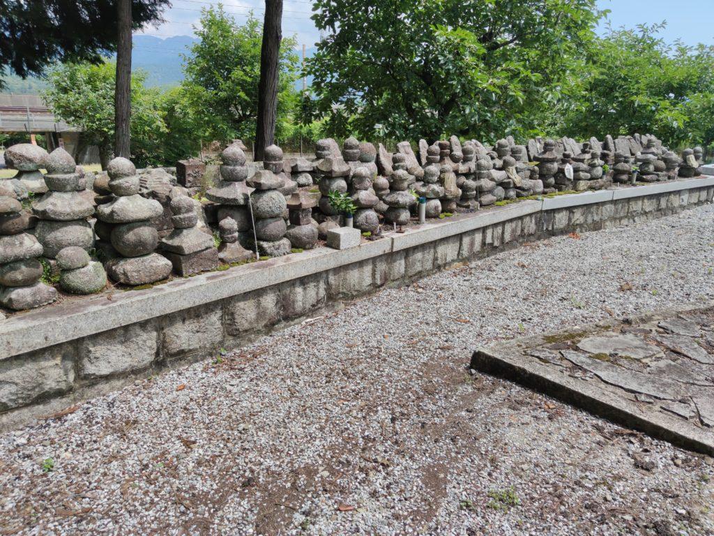 真念寺裏の墓地