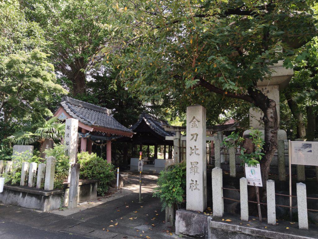 金毘羅神社と常夜灯