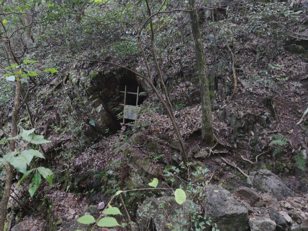 鳩吹山の洞窟