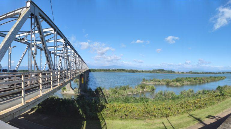 濃尾大橋と木曽川
